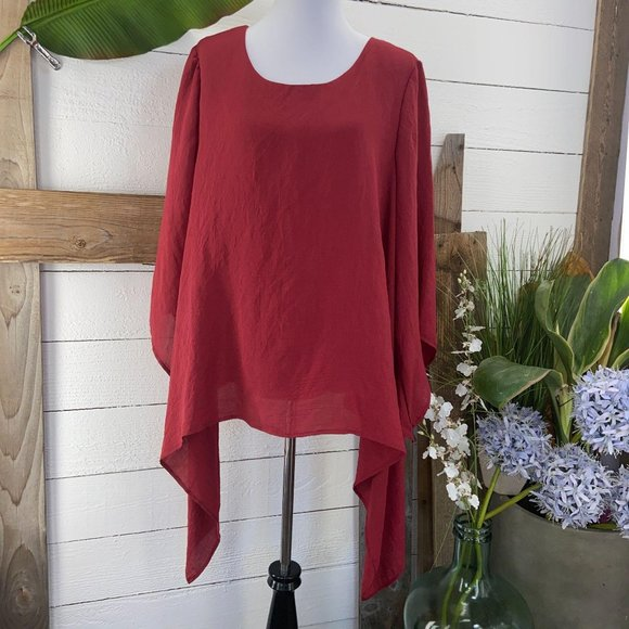 NWT Scoop Neck 3/4 Bell Sleeve Asymmetrical Hem